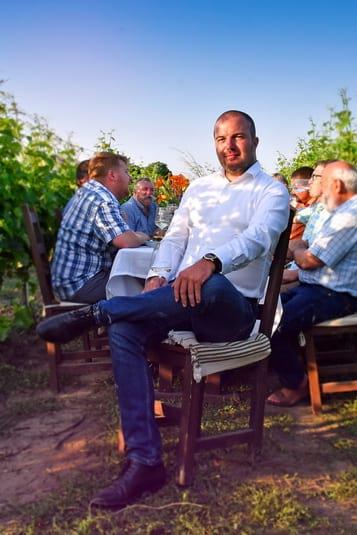 Megbeszélés a Monori bor készítése kapcsán