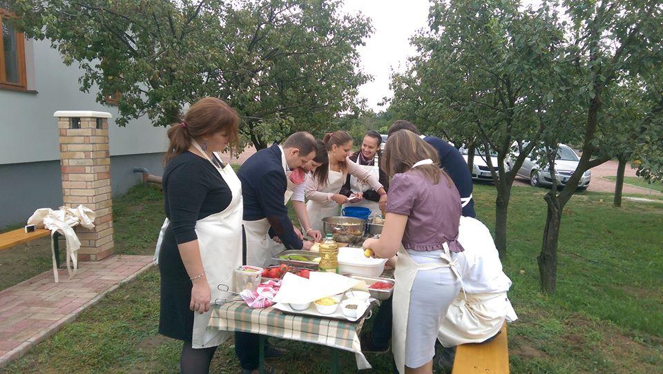 Közös csapatépítő főzés és esküvő