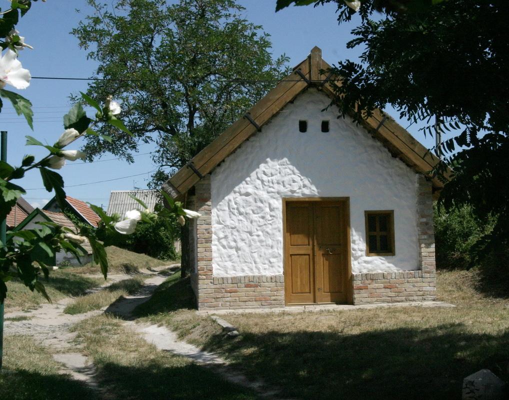 Pest Megyei Értéktár része lett a Monori Pincefalu!