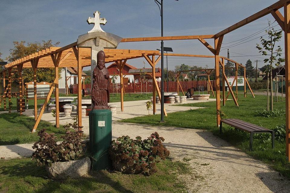 Monori Pincefalu megújult Szt. Orbán tér