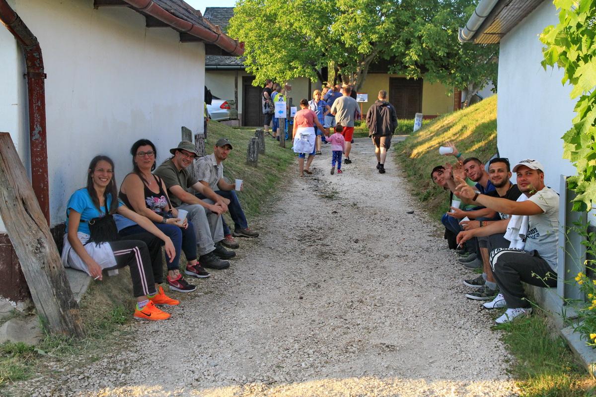 Borvidékek Hétvégéje, útban a KultPince felé a Kadarka soron